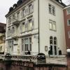 Schicke Villa mit scheußlichem Anbau