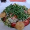 Salat mit paniertem Ziegenkäse