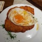 Foto zu Gutsausschank Prodöhl: Kleines Schnitzel Holsteiner Art mit Brot zu 6,30€