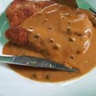 Foto zu Gutsausschank Burkl: Kleines Pfefferrahmschnitzel mit Pommes u. Beilagensalat