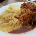 Foto zu Gutsausschank Burkl: Leberknödel mit Kartoffelbrei und Sauerkraut