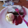 Brownie mit Vanilleeis