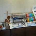 Foto zu Parkhotel Wallgau: Teebereich sowie Weißwürste mit Brezel