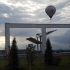 Foto zu SPR - Panorama Restaurant GmbH: Blick aus dem Restaurant auf einen fahrenden Ballon