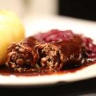 Foto zu TAPAS & Co. - Deutsch-Spanische Küche: Selbstgemachte Rinder-Roulade - 1 Rinder-Roulade mit Thüringer Klößen und Rotkraut-Gemüse