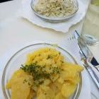 Foto zu Gutsausschank Preis: Kartoffel u. Krautsalat zum Spießbraten.