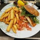 Foto zu Fisherman's Seafood Bremen: Fisch-Burger de luxe mediterranean Style