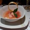 Lychees und Grapefruit in Rosen Sud mit Guavensorbet