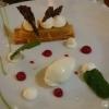 Schnitte von Apfel und Fenchel mit Rose und weißer Schokolade