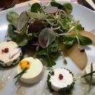 Foto zu Café AllerHand: 14.02.17: Panna Cotta vom Ziegenkäse mit Rosmarinhonig, Salat und Birne