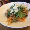 Pasta  mit grünem Spargel , Tomaten-Sugo , Rucola, Gran Padano