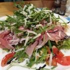 Foto zu Sapori d'Italia: Salat mit Parmaschinken, Büffelmozzarella und Rucola
