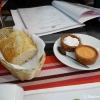 Brot und zwei Dips (Aioli und Tomate)