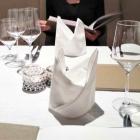 Foto zu Weinstube am Brühl im Romantik Hotel am Brühl: Strahlend weiße Tischkultur