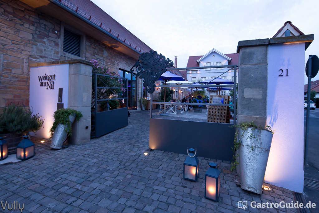 Weingut Am Nil Kallstadt vinothek in modernem winzerhof mit antipasti und tapas gastroguide