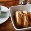 Kräuterquarkt und Baguette