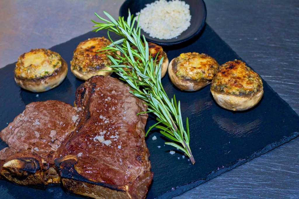 Bild zur Nachricht von 800° Steakhouse