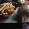 Burger Kaiserreich mit Maniok-Fritten