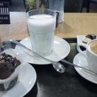 Foto zu Art of Chocolate: Schokomuffin, Cappuccino, heiße Schokolade