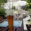 Terrasse mit Bier- und Burgblick
