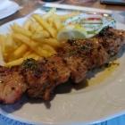 Foto zu Restaurant Thassos: saftiger Lendenspieß mit separater Metxasauce