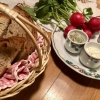 Brot, Griebenschmalz, Kräuterquark, Radieschen