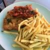 Schnitzel mit Paprikasauce und Pommes  (12,50
