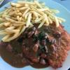 Schnitzel Wiener Art mit Champignonrahmsoße und Pommes (12.50€)