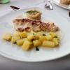 Saiblingsfilet auf dem Graupenbeet mit Weißweinsauce und Petersilienkartoffeln