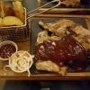 Spare Ribs mit Homemade Potato Skins, Cole Slaw und BBQ-Sauce für 14,90 €