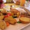 Zander und Poularde mit Rosmarinkartoffeln und glasiertem Gemüse
