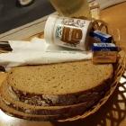 Foto zu Gutsschänke Pfaff : Brot,  Butter und Kümmel zum Handkäse,15.02.20