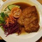 Foto zu Gutsschänke Pfaff : Kleines Schnitzel Wiener Art mit Brot, 15.02.20