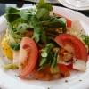 Vielseitiger, frischer Salat vorweg.