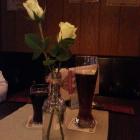 Foto zu Gasthaus im Hotel Rosenboom - Powers Pinte: Frische Rosen in der Vase