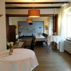 Foto zu Gasthaus im Hotel Rosenboom - Powers Pinte: Räume für Feiern die man unterteilen kann.