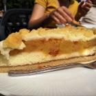 Foto zu Weinbiethaus: Stück vom Apfelstreusel
