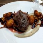 Foto zu Philipps: Reh/Sauerkirsch-Sauce/Selleriepüree/Kartoffelkrapfen