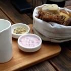 Foto zu Philipps: Brot/Brötchen/Algenbutter/Portwein-Schalotten-Dip/Olivenöl/Meersalz