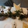 Gestärkte Baumwolle, mittig eigene Tischdeko.