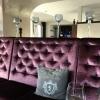 Gemütliches Sofa im Restaurantbereich