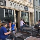 Foto zu Daikan Izakaya Bar: Außenbereich an der Straße