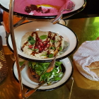 Foto zu Neni · Altes Hafenamt · 25hours Hotel: Best of Neni - Rote Beete-Hummus, Babaganoush, Süßkartoffel aus dem Ofen