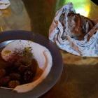 Foto zu Neni · Altes Hafenamt · 25hours Hotel: Brot mit Olivenöl, Schmand und Oliven