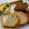 Frischkäse-Curryaufstrich mit Brot