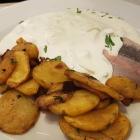 Foto zu LEONHARD*S: Matjes mit Bratkartoffeln, leider waren die Bratkartoffeln sehr weich. h