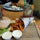 Foto zu Urban Kitchen Heidelberg: Urban's Bacon Burger No. 1 mit Süßkartoffelpommes