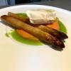 Confierter Heilbutt mit Yuzu-Karottenpüree, karamellisiertem Spargel und Petersilie Beurre Blanc
