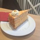 Foto zu Bäckerei Backdeck: Sanddorn-Yoghurt-Torte