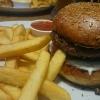 Avocado Burger mit Pommes 11,25